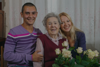en elderly and her grand children